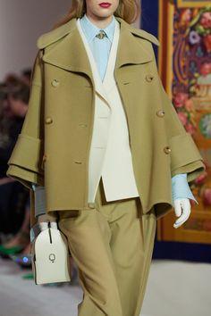 Lanvin Fall 2020 Ready-to-Wear Fashion Show - Vogue Fashion 2020, Fashion Week, Runway Fashion, High Fashion, Fashion Show, Fashion Outfits, Fashion Trends, Gothic Fashion, Fashion Fashion
