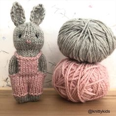 New Knitting and Crochet Bunny Screen Ideas The beauty parlor Aiguille durante Fght revie Doll Patterns Free, Free Pattern, Knitting Patterns, Crochet Patterns, Knitted Dolls, Crochet Toys, Knitted Hats, Knit Crochet, Loom Knitting