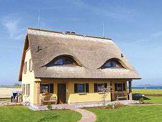 Schönes+Reetdachhaus+mit+Sauna,+Kaminofen+und+Wasserblick+++Ferienhaus in Rügen von @homeaway! #vacation #rental #travel #homeaway