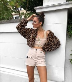 Teen Fashion : Sensible Advice To Becoming More Fashionable Right Now – Designer Fashion Tips Classy Outfits, Outfits For Teens, Trendy Outfits, Cool Outfits, Fashion In, Latest Fashion Trends, Fashion Outfits, Fashion Shorts, Fashion 2018
