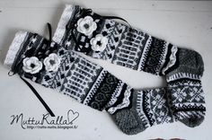 Unique handmade children's clothing. From this blog you will find the colorful, inspiring and playful clothing especially for boys. Crochet Socks, Knitting Socks, Knit Crochet, Wool Socks, Fair Isle Knitting, Chrochet, Fingerless Gloves, Arm Warmers, Mittens