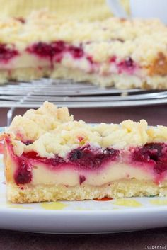Crumble cake with raspberries and pudding advertising A recipe for a delicious . - Crumble cake with raspberries and pudding advertising A recipe for a delicious cake and great crock -