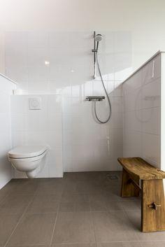 Comfort pakket badkamer met tegelwerk Procasa, wandcloset O.Novo van Villeroy en Boch en Hansgrohe kranen. #comfort #badkamer #venb #onovo #hansgrohe #procasa