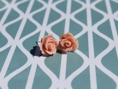 Small resin rose earring - Peach