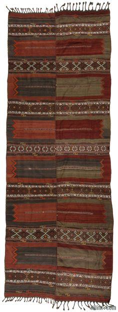 An over-sized vintage Malatya kilim rug with two wings, in very good condition. This attractive kilim with jijim weavings was hand-woven around 70 years ago in Malatya, in Eastern Anatolia, Turkey.