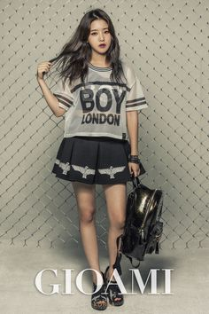 Rapper Kisum stood in front of the camera to do a photo shoot with a digital…