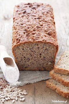 Wholemeal Rye Bread Quick and easy Wholemeal Rye Bread with sunflower seeds, linseed and bran. Bread Recipes, Baking Recipes, Cake Recipes, Baking Tins, Bread Baking, Bread Bun, Rye Bread, Polish Recipes, No Bake Treats