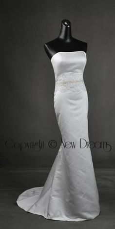 satin wedding dress style H1042 with detachable train- Abito da sposa in satin con strascico staccabilewww.yournewdreams.com