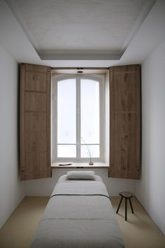 A minimalist spa by Emmanuelle Simon. But the interior designer and designer Emmanuelle Simon proves that it is not. Spa Design, Design A Space, Salon Interior Design, Interior Design Photos, Wabi Sabi, Tatami, Spa Day At Home, Home Spa Room, Spa Bedroom