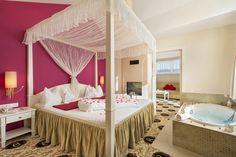 Honeymoon-Suite Typ A - Schlafzimmer mit Whirlpool und Kamin Hotel Alpen, Room, Furniture, Home Decor, Environment, Luxury, Bedroom, Decoration Home, Room Decor