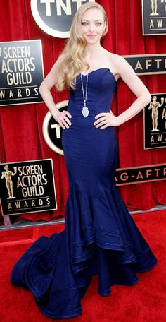 """Don't be fooled by the form-fitting silhouette of Amanda Seyfried's Zac Posen mermaid gown; the actress opts for """"comfort"""" when making fashi..."""