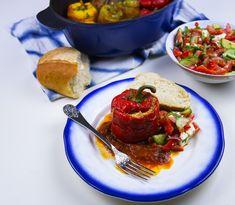 Fyllda paprikor som får puttra i en tomatsås. Vilken härlig gryta, mustig och riktigt god.