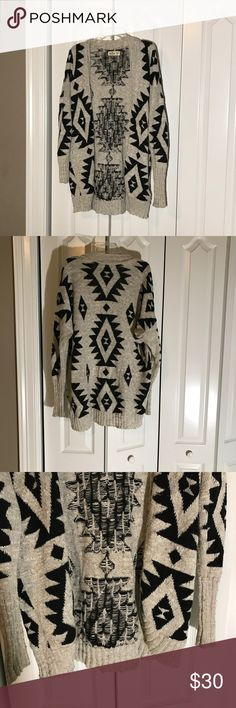 Beautiful print Hollister cardigan Like new no damage lightly worn sweater perfect for fall. Loved to pair with my boots either leather or uggs. So simple and an easy outfit. Hollister Sweaters Cardigans