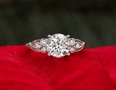 Stunning! Definitely my style... Rosabel ring from Brilliant Earth