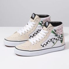 Browse bestselling Shoes at Vans including Women's Classics, Slip-On, Surf and Sandals. Shop at Vans today! Vans Sneakers, Vans Shoes, Women's Shoes Sandals, Sneakers Women, Black Sneakers, Estilo Vans, Cute Vans, Aesthetic Shoes, Hype Shoes
