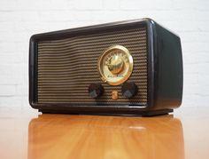 1948 Montgomery Ward Airline Radio Model 84HA 1527 / Vintage Tube Radio / Brown Bakelite Case / WORKS by FireflyVintageHome on Etsy