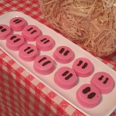 Chocolate covered oreo pig noses for peppa pig party Onk! Chocolate covered oreo pig noses for peppa pig party Farm Birthday, 4th Birthday Parties, Third Birthday, Birthday Ideas, Cumple Peppa Pig, George Pig, Chocolate Covered Oreos, Pink Chocolate, Farm Party