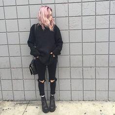 Those jeans Grunge fashion inspiration Grunge outfits 2019 Fashion Mode, Hipster Fashion, Grunge Fashion, Look Fashion, Autumn Fashion, Fashion Outfits, Fashion Clothes, Fashion Stores, Style Clothes