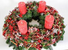 Honnan ered és mit szimbolizál az adventi koszorú? Christmas Wreaths, Christmas Decorations, Holiday Decor, Christmas Floral Designs, Elsa, December, Candles, Seasons, Crafts
