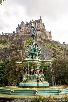 This is a fountain in front of Edinburgh Castle in Princes Street Gardens. This travel itinerary for 4 days in Edinburgh, Scotland has the best Edinburgh itinerary for your trip to Scotland. It has everything from Edinburgh Castle to Edinburgh University and more. If you're looking for the best things to do in Edinburgh, this great Edinburgh itinerary has it all.