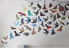Parede de pássaros coloridos. | Community Post: 30 formas incríveis de decorar suas paredes sem gastar quase nada