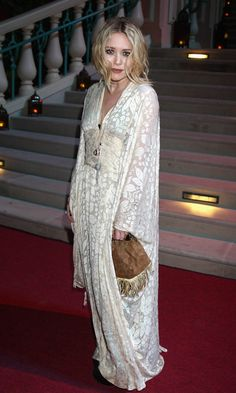 I've been searching for the perfect wedding dress and thought I'd turn to Mary-Kate and Ashley for some inspiration. White Kimono, Lace Kimono, Kimono Dress, Kimono Fashion, Boho Fashion, Fashion Looks, Fashion Outfits, Bohemian Mode, Boho Chic