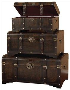 Leather Trunk Set.....a no brainer here!
