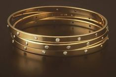 Saved by radha reddy garisa Gold Bangles Design, Gold Jewellery Design, Gold Jewelry Simple, Diamond Bangle, Small Earrings, Bangle Bracelets, Jewelry Accessories, Amrapali Jewellery, Baby Jewelry