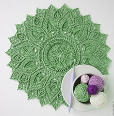 At this time, this pattern is only available in Russian. Crochet Doily Patterns, Crochet Doilies, Mandala Crochet, Crochet Rugs, Video Mc, Carpet Crochet, Doilies Crafts, Decoration Table, Cotton Thread