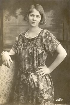 Princess Ileana of Romania Gallery / Princess Ileana Postcard Princess Alexandra, Princess Beatrice, Princess Victoria, Queen Victoria, Romanian Royal Family, George Edwards, Royal Beauty, City People, Old Photography