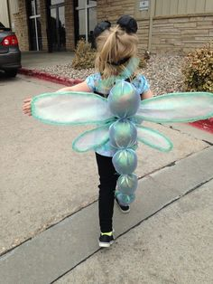 Exciting and Scary DIY Halloween Kids Costume Fabulous handmade dragonfly costume for little girl. Halloween School Treats, Diy Halloween Costumes For Kids, Creative Costumes, Cute Costumes, Halloween Kostüm, Baby Costumes, Holidays Halloween, Fly Costume, Costume Original