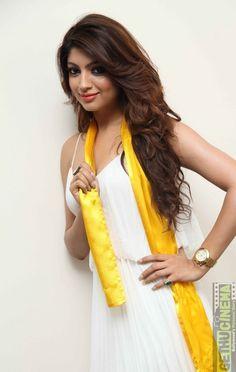 11 Actress Akanksha Puri Gallery