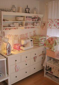 Sewing Room ... love the dainty/vintage look.