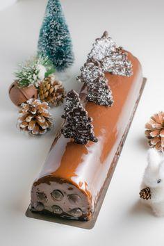 Recette de bûche de Noël au chocolat idéale pour réussir le dessert de vos fêtes de fin d'année. Un compromis entre gourmandise et légèreté.