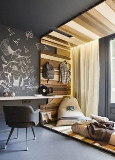 Love the black chalkboard wall paint with the various wood sizes & colors on all 4 sides of the room. A good start on a great idea.