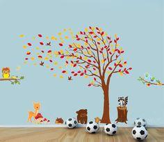 Herfst / lente boom met dieren in het bos XXL