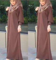 Warna ok Coklat nya spt ini Hijab Gown, Hijab Style Dress, Hijab Chic, Abaya Style, Muslim Women Fashion, Islamic Fashion, Abaya Fashion, Fashion Dresses, Estilo Abaya
