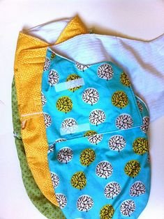 Sewing Projects For Baby a little gray: Baby Gifts: Bibs and Swaddlers - Sew up this cute snuggler swaddle pattern from the book Simple Sewing for Baby. Baby Sewing Projects, Sewing For Kids, Sewing Ideas, Free Sewing, Baby Swaddle, Baby Bibs, Swaddle Blanket, Baby Blankets, Swaddle Wrap