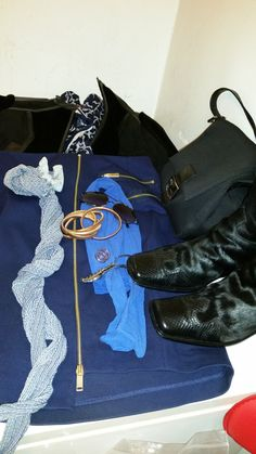 SUPREME STYLE DU JOUR:   GOOD GUYS WEAR NAVY WITH BLACK !!!  CLICK LINK BELOW Lady Supreme!!!!