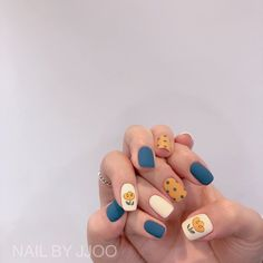 Ideias para unhas/Unhas azuis e amarelas/ Uñas de belleza uñas decoradas Korean Nail Art, Korean Nails, Minimalist Nails, Nail Swag, Stylish Nails, Trendy Nails, Cute Acrylic Nails, Cute Nails, Nagellack Design