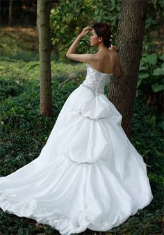 Strapless Beading Flower Wedding Dress with Embroidery