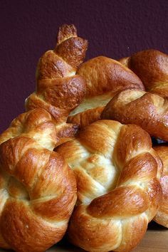 Pain au Lait according to Michel Suas - variety of milk buns Homemade Dinner Rolls, Homemade Pastries, Breakfast Dessert, Breakfast Recipes, Challah, Bread Shaping, Puff Recipe, Our Daily Bread, French Pastries