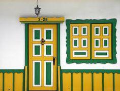 Resultado de imagen para arquitectura paisa Patio Central, Doorway, Windows And Doors, Light Colors, Around The Worlds, China, Frame, Outdoor, Beautiful