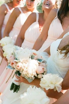 LOVE the colors and flowers...this site has a lot of great ideas!