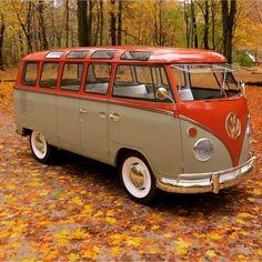 New Vintage Cars Volkswagen Vw Vans Ideas Volkswagen Transporter, Volkswagen Bus, Vw T1 Camper, Volkswagen Beetles, Kombi Hippie, Combi Ww, Vw Minibus, Combi Split, Vw Beach
