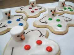 New Mexico Snowman Cookies Christmas Goodies, Christmas Desserts, Holiday Treats, Christmas Treats, Holiday Fun, Holiday Recipes, Christmas Time, Holiday Cookies, Christmas Projects