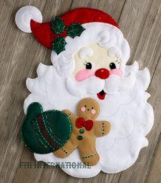 Felt Christmas Ornaments, Noel Christmas, Christmas Projects, Christmas Stockings, Christmas Decorations, Felt Wall Hanging, Christmas Wall Hangings, Santa Face, Felt Applique