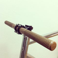 Laser engraved walnut bike handlebar #Details