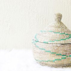 Holiday Gift Guide Day 12: Last but not least this stunning basket makes de perfect gift for the interior designer wannabe. Of course by @thepullco . My favorite site to shop for the holidays! Hope enjoy these 12 days of holiday gift ideas!