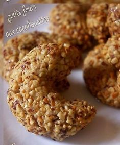 These little beauties are deliciously addictive, and perfect for a busy afternoon with no time for baking. Just add oats, peanut butter, and dried fruit to your food processor for an instant, energ… Peanut Butter Power Balls, Basque Cake, Sweet Recipes, Vegan Recipes, Vegan Food, Peanut Butter Breakfast, Power Breakfast, Vegan Breakfast, Pasta